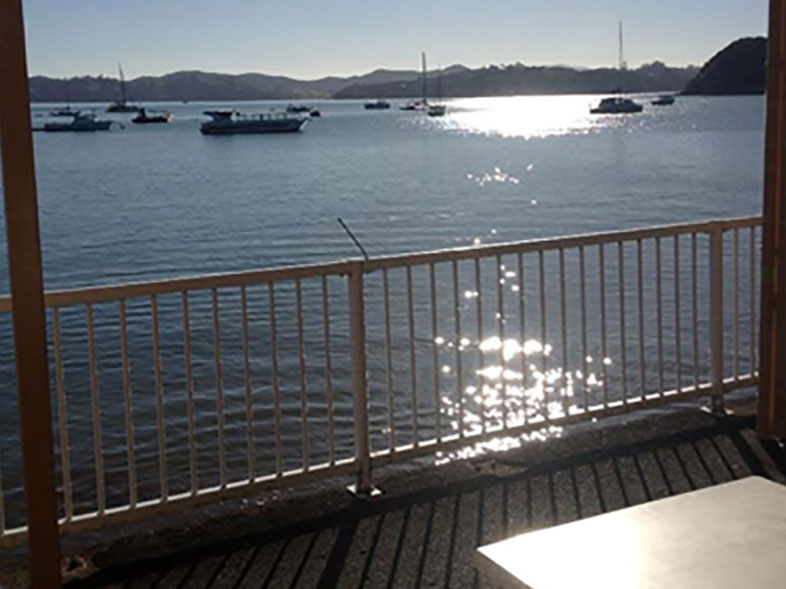 Hansens Cafe, watch the boats come in while you enjoy a meal - Bay of Islands