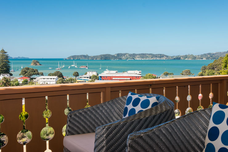 Chalet Romantica located above Paihia beach in central town
