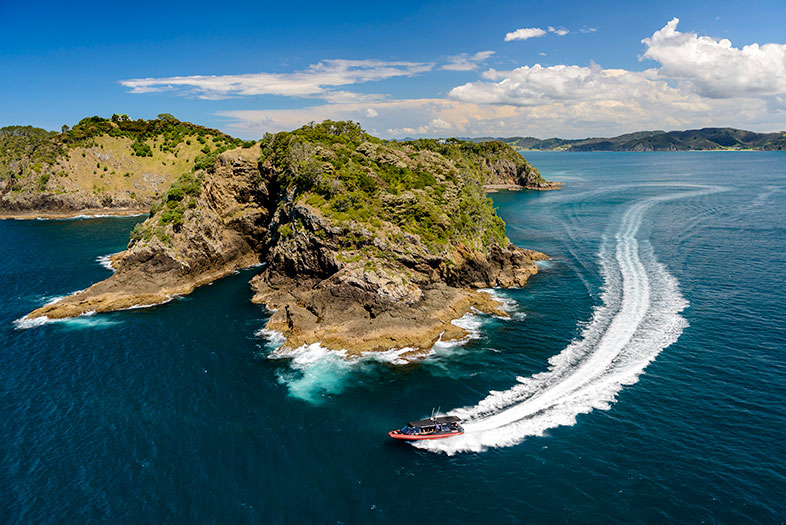 Cliffs & Caves cruise by Fullers GreatSights