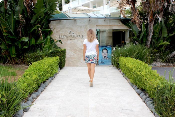 girl at day spa, paihia, bay of islands