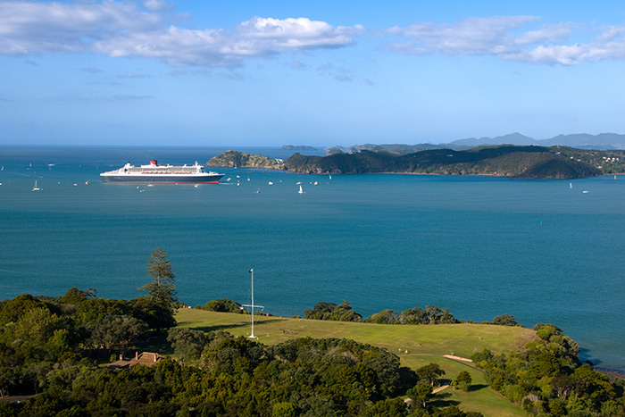 Queen Mary 2, Cruise Ship, Bay of Islands