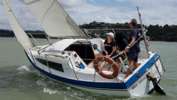 Couple learning to Sail - Bay of Islands