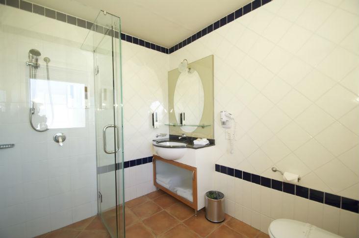 Blue Pacific Apartments Paihia Apart 10Small Bathroom 1 732px