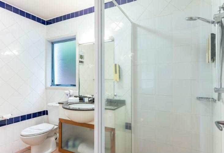 Bathroom View - Blue Pacific Apartments 732 x 500